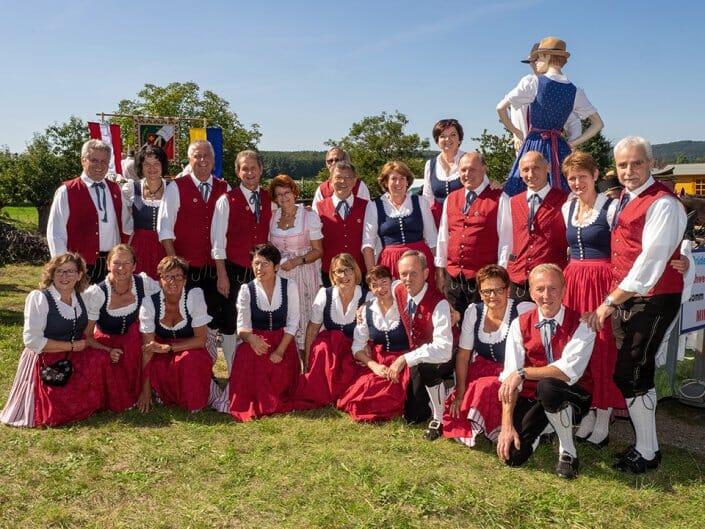 Dorffest Umzug Volkstanzgruppe