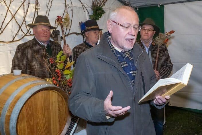 Foto Weintaufe Dross Ehrengäste Weinpräsident Franz Backknecht