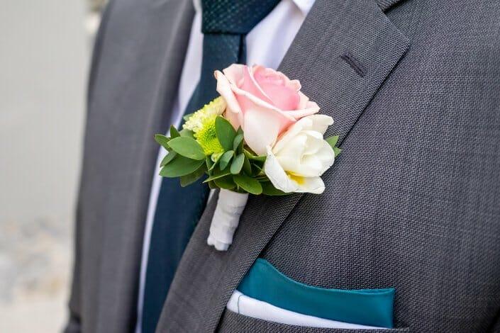 Hochzeit Bräutigam Blumenschmuck