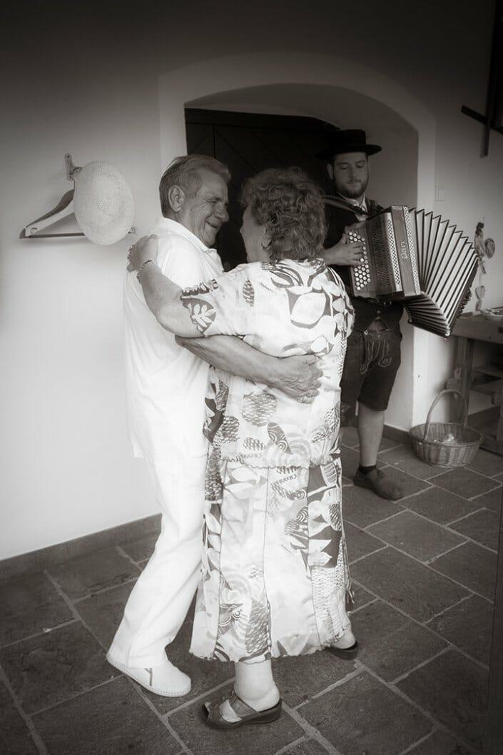 Hochzeit Brautpaar Tanz Restaurant zum schwarzen Bären Emmersdorf/Donau