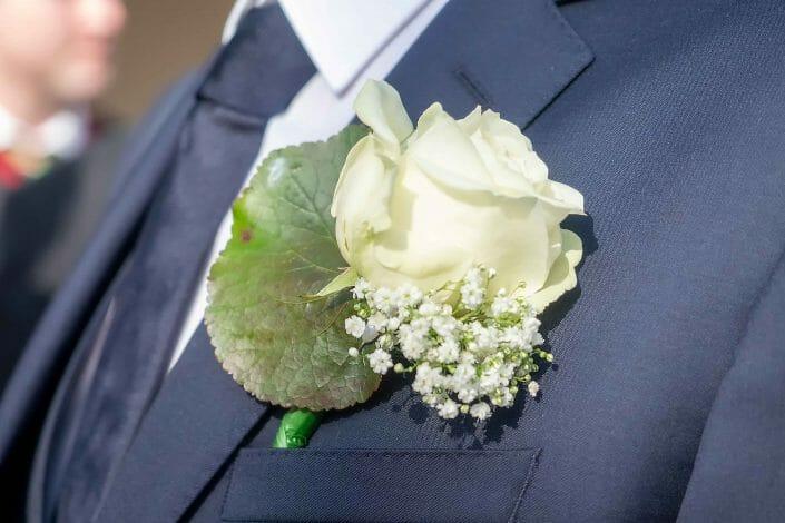 Hochzeit Linz Brätigam Blumenschmuck