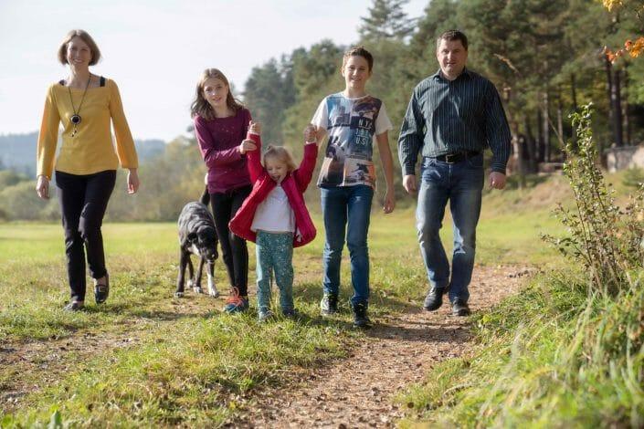 portrait family in autumn in Austria